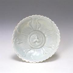 白磁牡丹花形皿