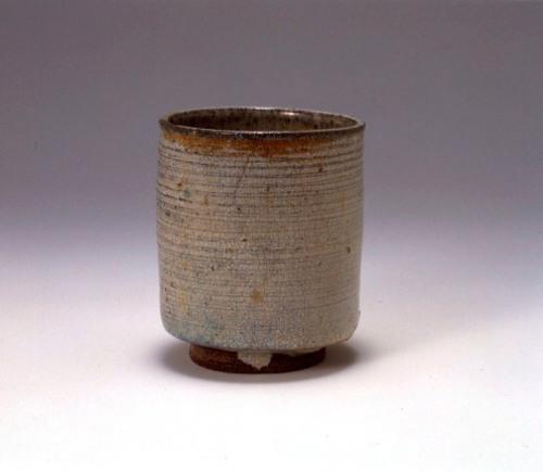藁灰釉筒茶碗