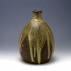 線彫藁灰釉流し瓶