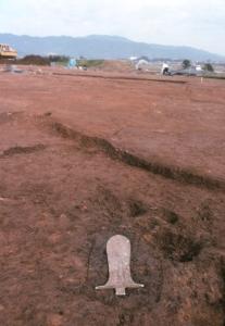 吉野ヶ里遺跡から銅戈の出土状態