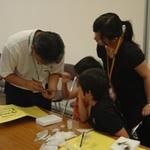 小学生が昆虫標本づくりの体験 (夏休みこどもミュージアム2009体験講座)