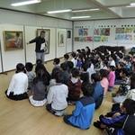思斉小学校にミュージアム・キャラバン隊!