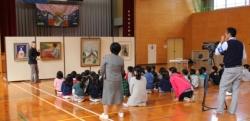 入野小学校・ミュージアムキャラバン隊の様子1