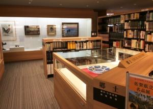 基山町立図書館での展示の様子