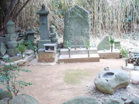 「サナダサエモンサマ」(中央:伝真田幸村墓)