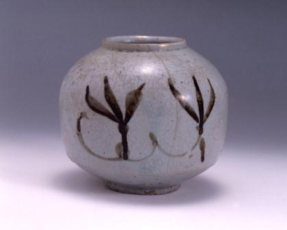 鉄絵蘭文壺