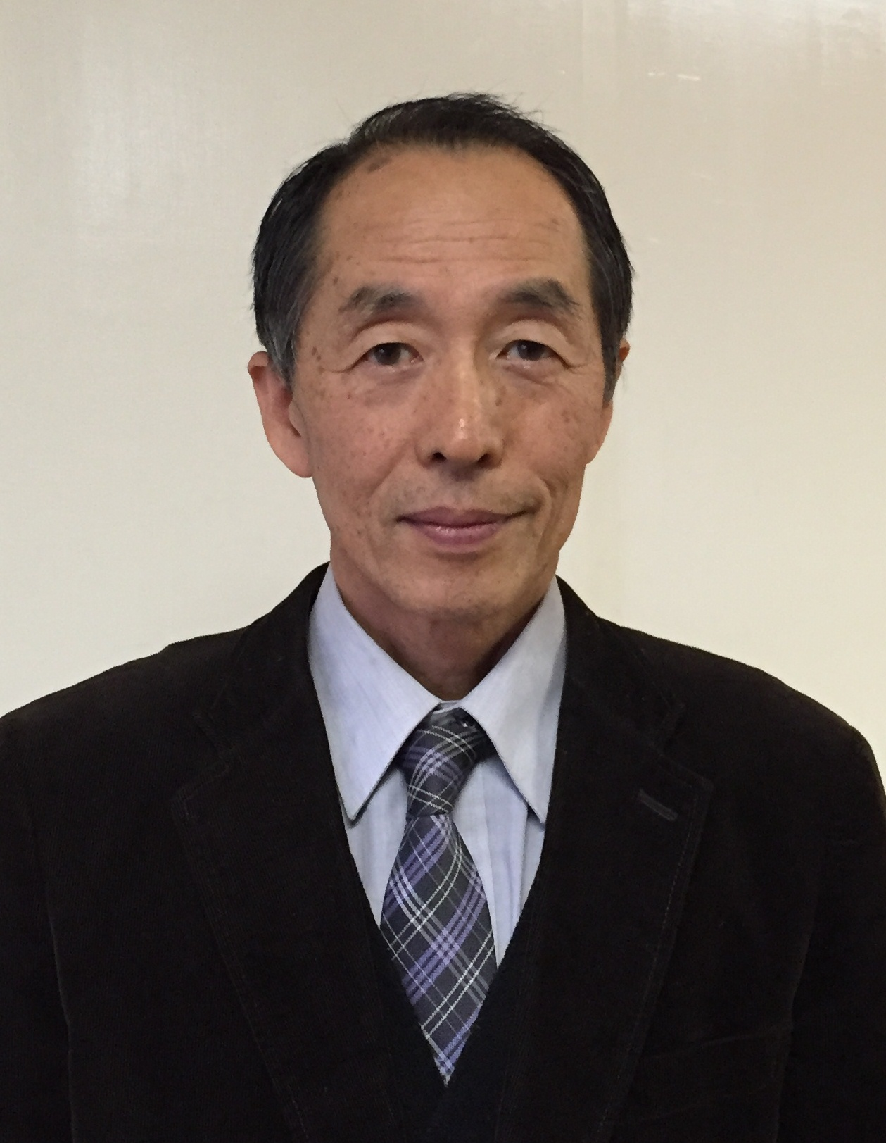 鈴田館長顔写真