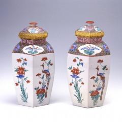 色絵花鳥文六角壺(柿右衛門様式)