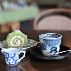 Take a break and enjoy tasty coffee with real antique Arita porcelain at the Café Terrace Aya!