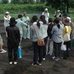 猛暑と局地的な大雨の中での吉野ヶ里遺跡発掘調査体験-博物館実習-