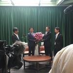 岡田三郎助アトリエで「父の日」にちなんだ知事へのバラの花束贈呈がありました