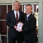 トヨタ紡織九州様から県立博物館にソファベンチが寄贈されました。
