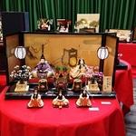 絢爛豪華! 岡田三郎助アトリエで佐賀錦のひな人形が展示されています