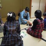 小学生向けの茶道体験講座「はじめてのおまっちゃ」を開催しました!