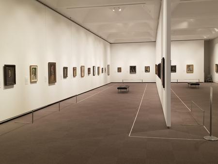 自画像展展示室状況2.jpg