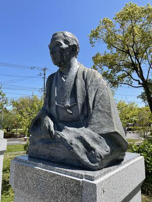 岡田三郎助のブロンズ像