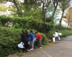 城南豊夢学園の皆さんによる清掃の様子1