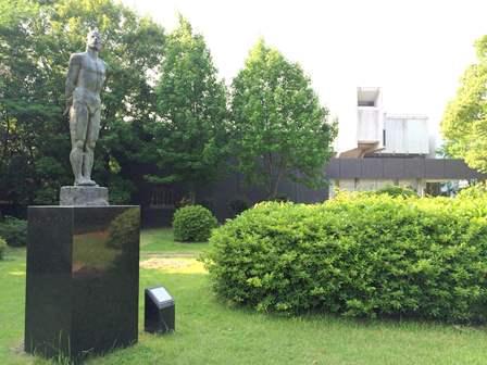 古賀忠雄の彫刻と城内公園