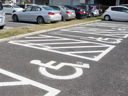 身体障害者用駐車場